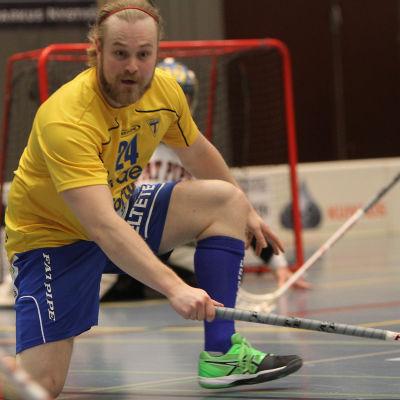 Spelare Mikko Valto i Lovisa Tor.