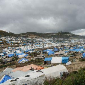 Idlibin maakunnassa  on satoja tuhansia sisäisiä pakolaisia, jotka elävät hyvin vaatimattomissa oloissa.