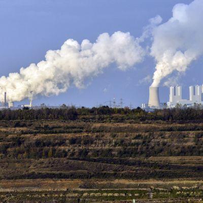 Neurathin ja Niederaussemin hiilivoimalat sekä Hambachin suuri hiilikaivos.