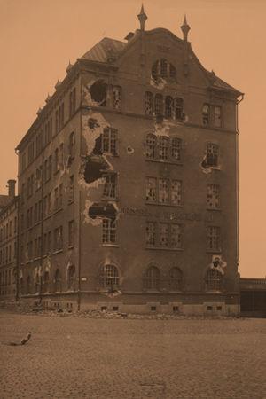Pommitettu Borgströmin tupakkatehdas huhtikuussa 1918.