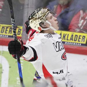 JYP:s Antti Suomela jublar efter mål.