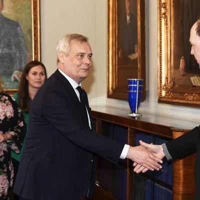 Hallitustunnustelija, SDP:n puheenjohtaja Antti Rinne tapasi perussuomalaisten puheenjohtaja Jussi Halla-ahon eduskunnassa.