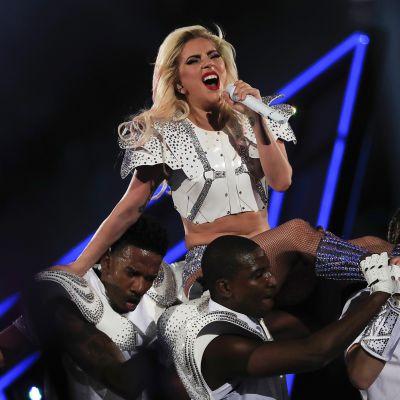 Lady Gaga esiintyy Super Bowlissa Teksasin Houstonissa.
