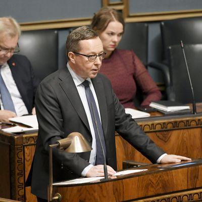 Valtiovarainministeri Mika Lintilä eduskunnan täysistunnossa Helsingissä 1. lokakuuta