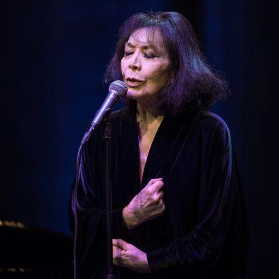 Juliette Gréco esiintyi vuonna 2015 Frankfurtin oopperatalolla 88-vuotiaana. Hänen uransa kesti yli puoli vuosisataa.