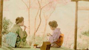 Tea Time. Två japanska kvinnor dricker te i en teckning, förmodligen på rispapper.