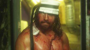 En nerblodad Michael Majalhati med ett något större pannband än Rambo.