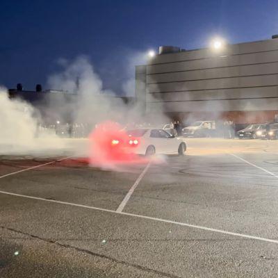 Satoja autoilijoita kokoontui viikonloppuna Kotkaan - poliisi keskeytti tapahtuman