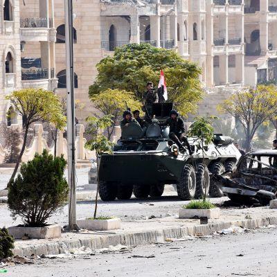 Syyrian sotilaita partioimassa Aleppossa 12. marraskuuta.