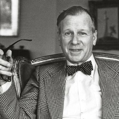 Kirurgi Claes Cedercreutz perusti Suomen ensimmäisen nuorisosirkuksen Haminaan.