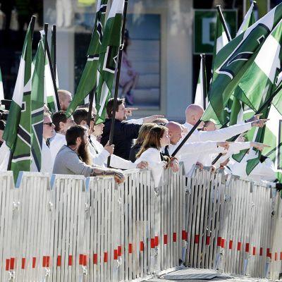 Pohjoismaisen vastarintaliikkeen mielenosoitus vappuna.