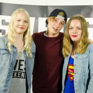 Här den andra vinnaren i meet and greet-tävlingen tillsammans med Ikke och sin kompis.
