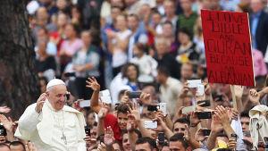 Påven Franciskus under sitt besök i Albanien 2014.
