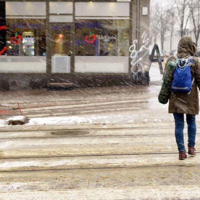 Lumipyry Helsingissä.