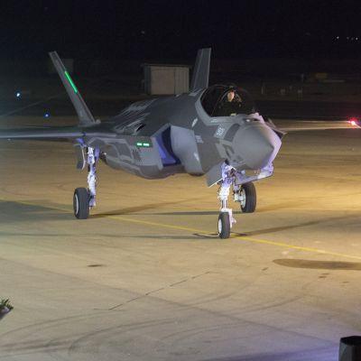 F-35 -hävittäjä Nevatimin lentotukikohdassa Israelissa