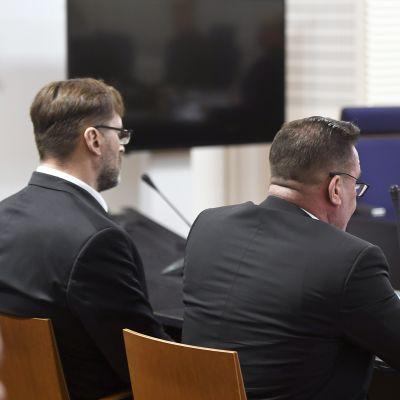 Veli Matti Huohvanainen (vas.) ja OTM Ilkka Ukkonen Itä-Uudenmaan käräjäoikeudessa Vantaalla 7. helmikuuta.