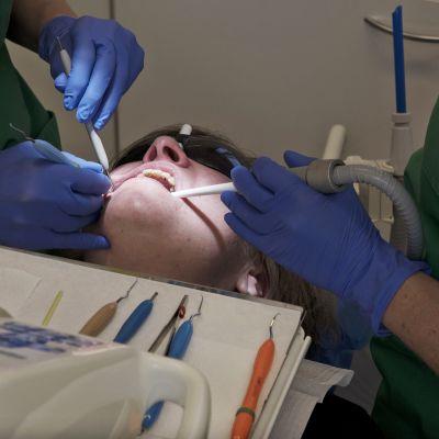 Potilas hammaslääkärissä.