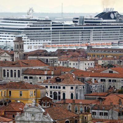 Risteilyalus MSC Preziosa Venetsiassa 2014.