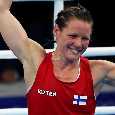 Mira Potkonen firar en seger och Oliver Helander ser knäckt ut.