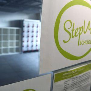 StepUp-tanssikoulun sisäänkäynti.