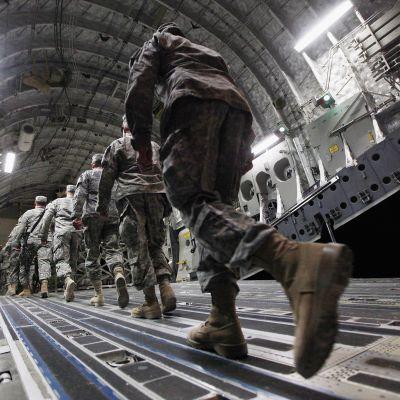 Amerikkalaiset sotilaat lähdössä Irakista Camp Adderissa joulukuussa 2011.