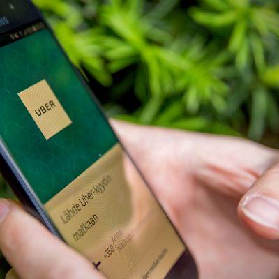 Taksin tilaus älypuhelimen sovelluksella