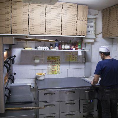 Pizzerian keittiö.