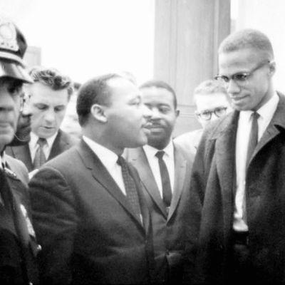 Martin Luther King Jr. (vas.) ja Malcolm X (oik.) kuvattuna 26. marraskuuta 1964.