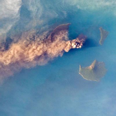 Krakatoas utbrott 2018 gav upphov till stora rökplymer.