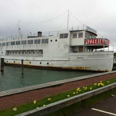 Restaurangbåten Italia i Östra Hamnen i Mariehamn.
