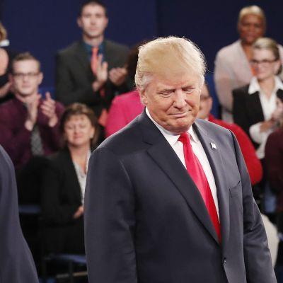 Hillary Clinton ja Donald Trump vaaliväittelyssä St. Louisissa, Missourissa 9. lokakuuta.