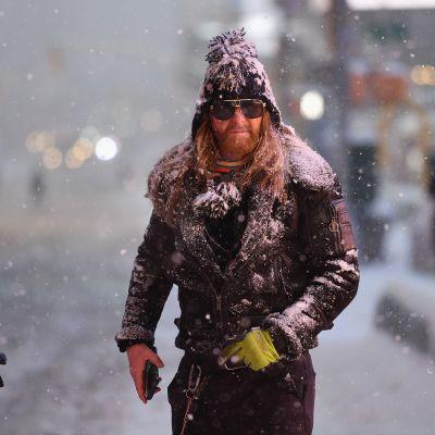 Videolla kuvaa lumeen peittyneestä Times Squaresta