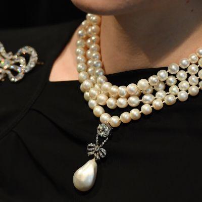 Marie Antoinettelle kuulunut helmi- ja timanttikoru myytiin ennätykselliseen hintaan.