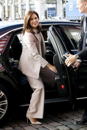 Kronprinsessan Mary av Danmark anländer till Stadshuset i Helsingfors