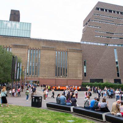 Kuvassa Tate Modern -rakennus Lontoossa.