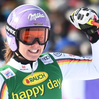 Viktoria Rebensburg jublar.
