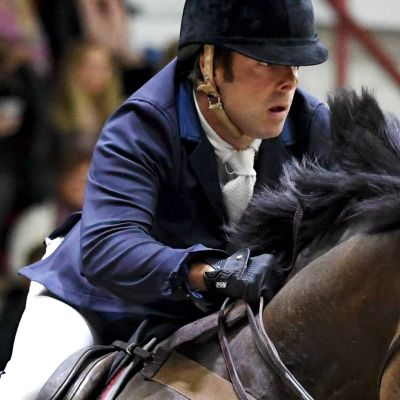 Robert Whitaker rider i Helsinki International Horse Show.