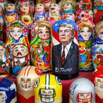 Donald Trump- ja maatuska -nukke.