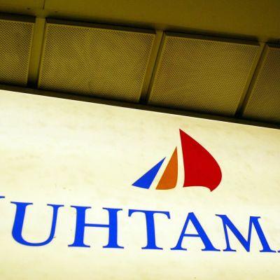 Förpackningstillverkaren Huhtamäki har dömts till dryga böter för att ha deltagit i en priskartell.