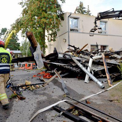 Espoon Kilossa paloi rivitalo, jonka kahdeksan asuntoa tuhoutui 31. heinäkuuta 2019.