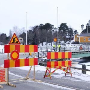 Kyrkbron i Nykarleby är stängd i ett halvt år.