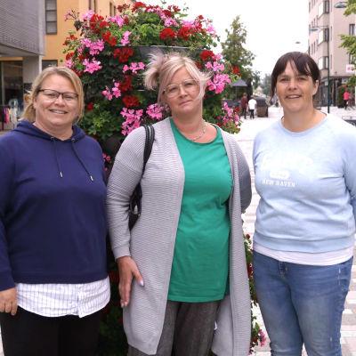 Vuxna på stan, Susann Sandbacka, Carolina Parhiala och Mikaela Strömberg.