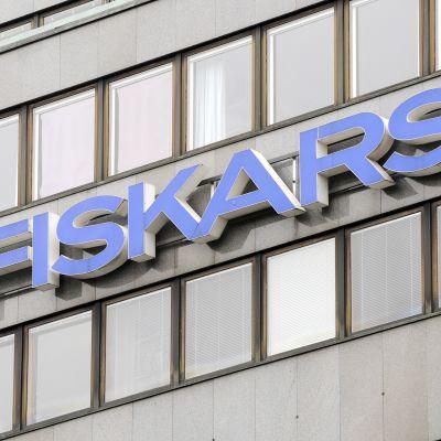 Fiskarsin logo Helsingissä.