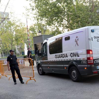 Neljä terroriepäiltyä saapui Audiencian kansalliseen tuomioistuimeen Madridissa 22. elokuuta 2017.