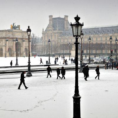 Pariisin keskustaa talvella.