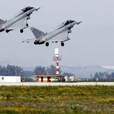 Espanjalaisia Eurofighter-hävittäjiä