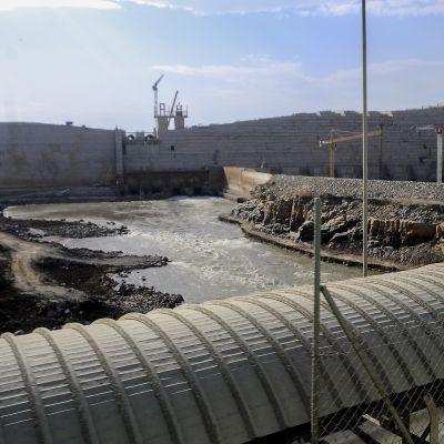 Näkymä Grand Ethiopian Renaissance Dam -padolle sen ollessa vielä rakennusvaiheessa.