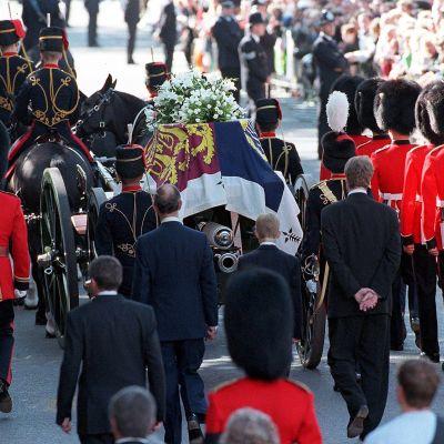 Prinesessa Dianan hautajiset vuonna 1997.