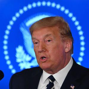 Donald Trump puhuu lehdistötilaisuudessa Bedsminsterissä New Jerseyssä.
