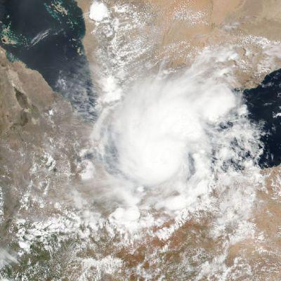 Satelliittikuva Sagar-myrskystä sen ollessa vielä Adeninlahden päällä.
